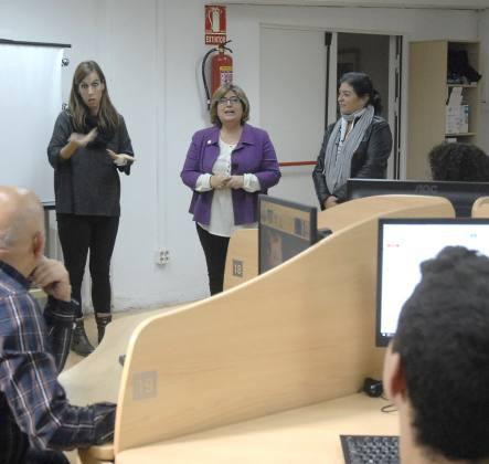 ©Ayto.Granada: Granada impulsa un curso de alfabetizaicón digital para personas desempleadas con discapacidad auditiva