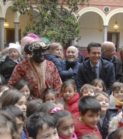 ©Ayto.Granada: Granada se viste de Navidad tras la apertura del belén municipal y la llegada del Cartero Real
