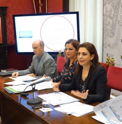 ©Ayto.Granada: El gobierno local presenta una reordenación del sistema de autobuses que alarga la LAC a los barrios y reduce los transbordos con la puesta en marcha de nuevas líneas