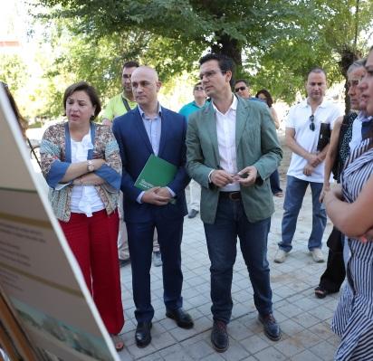 ©Ayto.Granada: El alcalde y la delegada de la Junta han visitado las obras de renovación de cinco bloques que suman 106 viviendas públicas en Almanjáyar