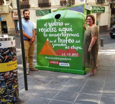 ©Ayto.Granada: Ayuntamiento y Ecovidrio impulsan una campaña de reciclaje de vidrio con motivo de la Vuelta Ciclista a su paso por Granada