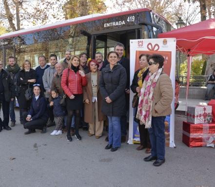 ©Ayto.Granada: El Magic Bus puesto en marcha por el Ayuntamiento recoge más de 700 juguetas para familias desfavorecidas