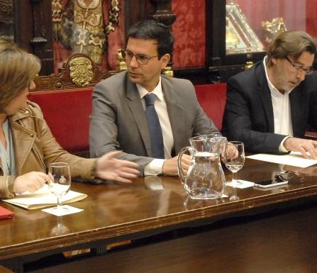 ©Ayto.Granada: El Ayuntamiento aprueba una bajada del IBI del 3 por ciento a todos los granadinos