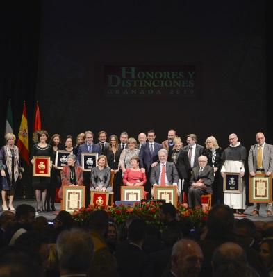 ©Ayto.Granada: El teatro Isabel La Católica acoge el acto solemne de entrega de Honores y Distinciones de la ciudad