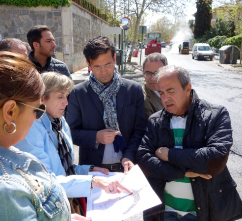 ©Ayto.Granada: El alcalde visita Genil, donde se lleva a cabo la renovación del pavimento de diez calles del distrito