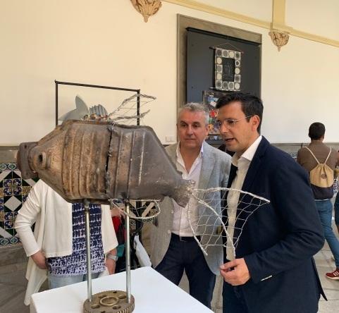 ©Ayto.Granada: MÁS DE 70 OBRAS HECHAS CON MATERIALES DE RECICLAJE SE EXPONEN DESDE HOY EN EL PATIO DEL AYUNTAMIENTO