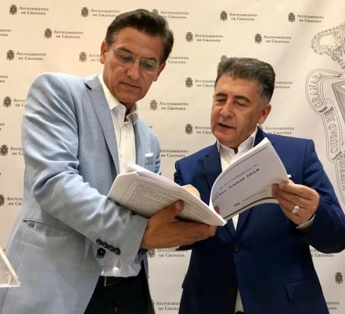 ©Ayto.Granada: El alcalde asume el compromiso de afontar como prioridad los temas que le traslada el Defensor de la Ciudadanía en su memoria anual