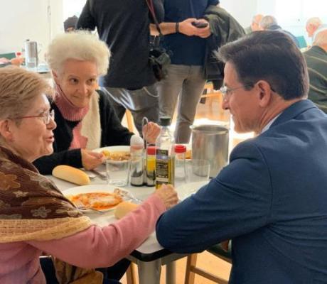 ©Ayto.Granada: El alcalde visita el Comedor Social de Mayores de la Chana
