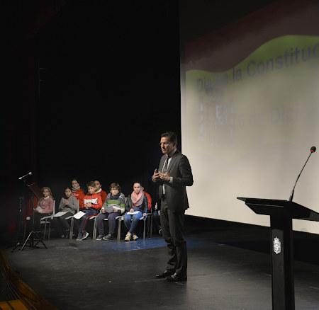 ©Ayto.Granada: El Teatro Municipal Isidro Olgoso acoge la celebración del Día de la Constitución con escolares de diez centros educativos
