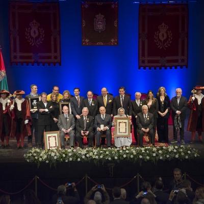 ©Ayto.Granada: El teatro Isabel La Católica acogió anoche el acto solemne de entrega de Honores y Distinciones de la ciudad