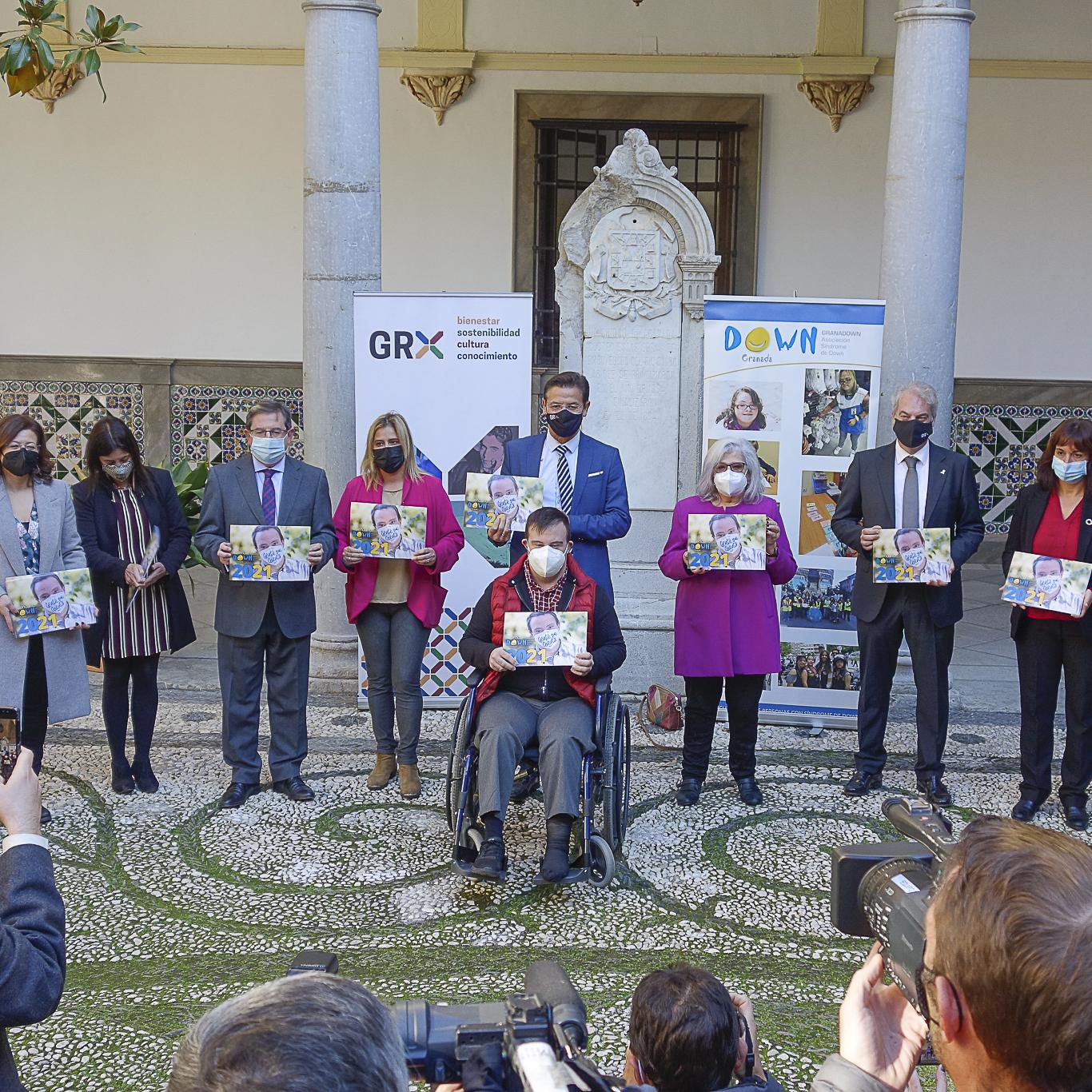 ©Ayto.Granada: EL AYUNTAMIENTO ACOGE LA PRESENTACIÓN DEL CALENDARIO SOLIDARIO GRANADOWN 2021, DEDICADO A LOS SERVICIOS ESENCIALES DURANTE LA PANDEMIA