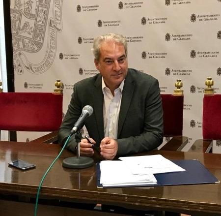 ©Ayto.Granada: Ayuntamiento y Junta activan protocolo de colaboración para la vacunación contra la COVID-19 de los auxiliares de ayuda a domicilio